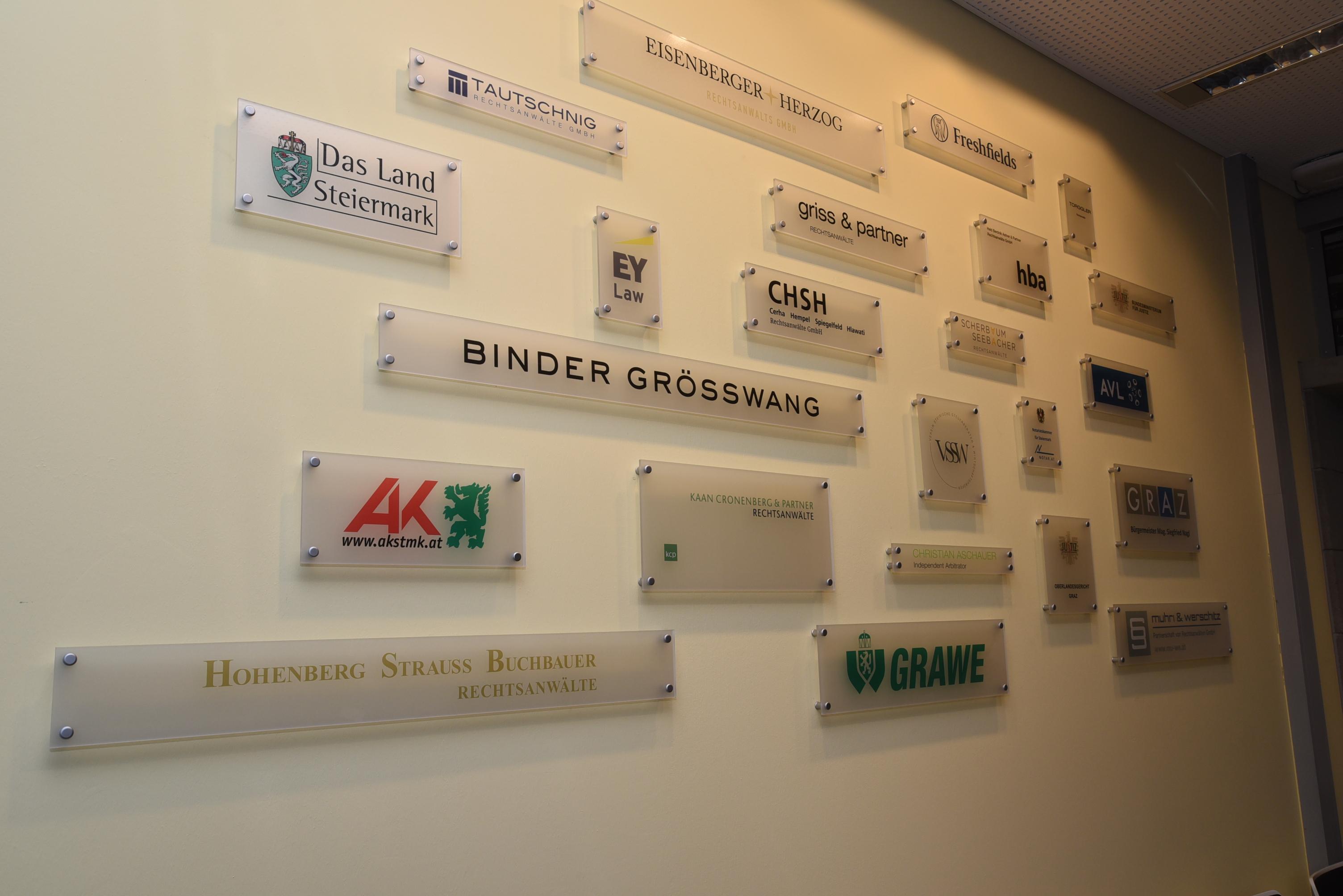 TAUTSCHNIG Unterstützt Moot-Court- Und Verhandlungsraum-Projekt Der Uni Graz